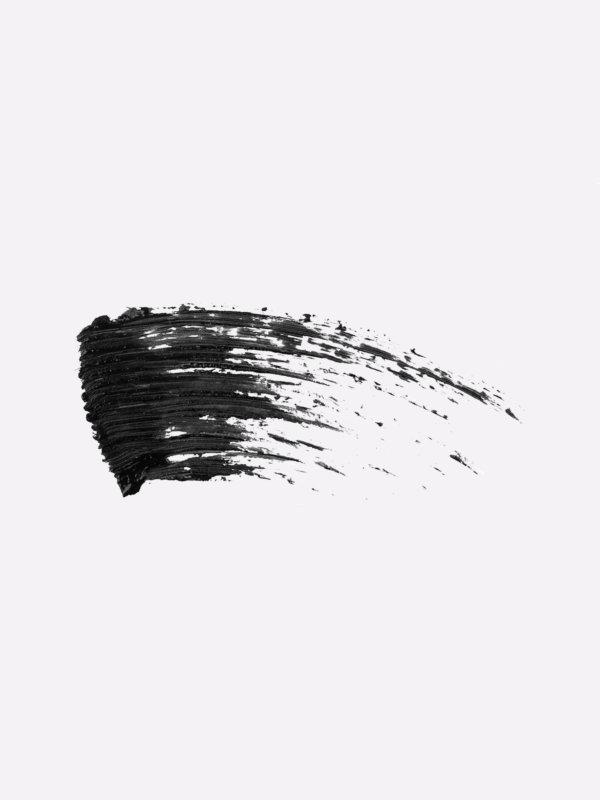La texture du mascara volume triomphal Le French Make-up