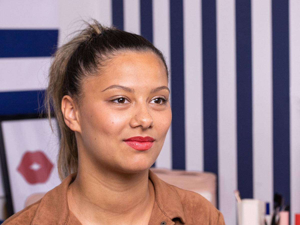 Tuto make-up : Un make-up léger pour sublimer des lèvres cerise